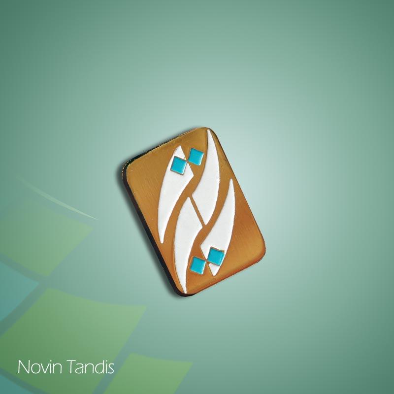 بج سینه نقطه - ساخت بج سینه - طراحی بج سینه - نمونه بج سینه - قیمت بج سینه - بج سینه - نوین تندیس