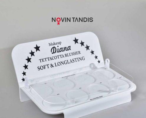 استند رومیزی Diana - نمونه استند - استند رومیزی - ساخت استند - قیمت استند - استند آرایشی - استند محصولات - نوین تندیس